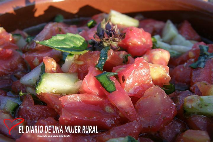 Ensalada de tomate y albahaca